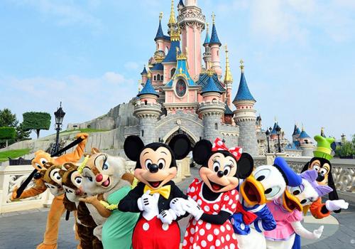 Újranyit a párizsi Disneyland