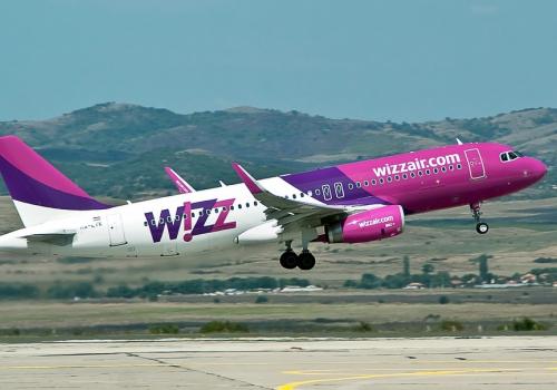 Két lépcsőben csökkenti járatai számát a Wizz Air