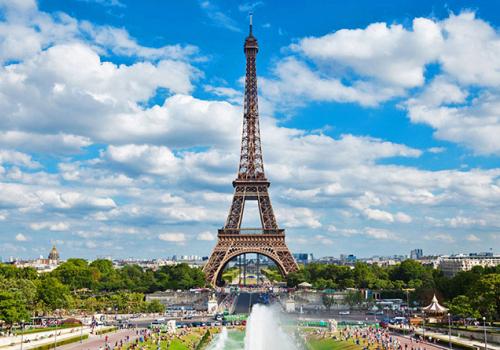 Három lépcsőben oldják fel a karantént Franciaországban