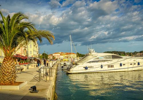 Horvátországban 70 százalékkal kevesebb turista nyaralt az első félévben
